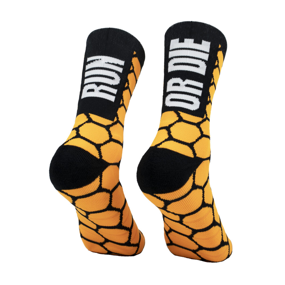 calcetines naranjas para trail running